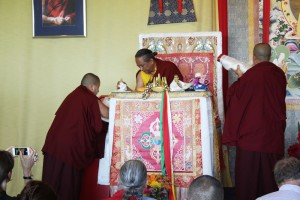 Mindrolling Jetsün Khandro Rinpoche makes the body, speech and mind offering to HE Dzigar Kongtrul Rinpoche at the closing of the Shedra.