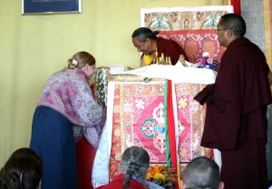 Lisa Cyrus, resident manager of Lotus Garden, offering to HE Dzigar Kongtrul Rinpoche during the closing ceremony.