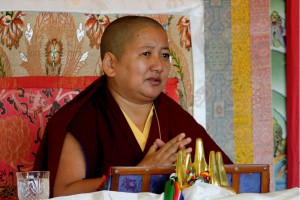 Rinpoche begins teachings on the 'Rinchen Dronme: The Precious Lamp'