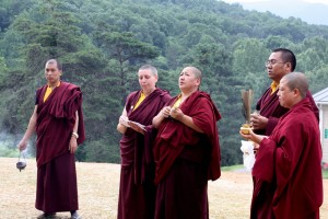 Jetsün Khandro Rinpoche, Umze Thrinley Gyaltsen, Anila Drolma, Ven. Acharya Namdrol Gyatso and Anila Choenyid Choedron perform the rabne of the new building.