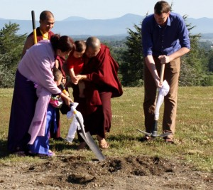 Minling Dungse Rinpoche helps with the ceremonial ground breaking with Jetsün Rinpoche, HE Jetsün Khandro Rinpoche, Jetsün Dechen Paldrön, Kunda Britton Bosarge la and Ven. Thrinley Gyaltsen.