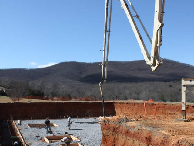View of the site with the concrete pumping machine in position.