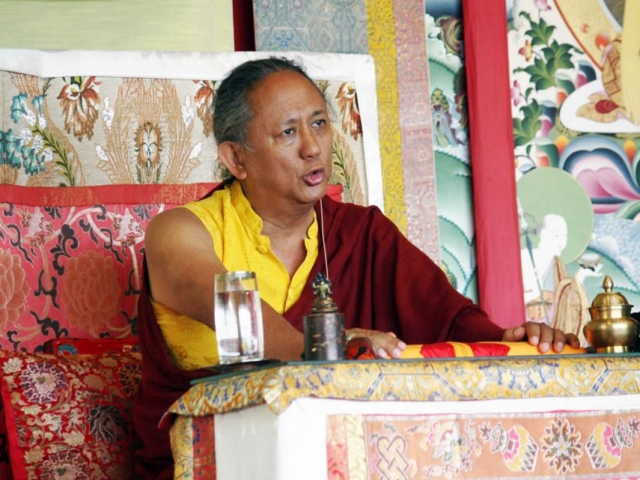 His Eminence Dzigar Kongtrul Rinpoche teaching on the Uttaratantra-Shastra during the Mindrol Lekshey, July 2016.