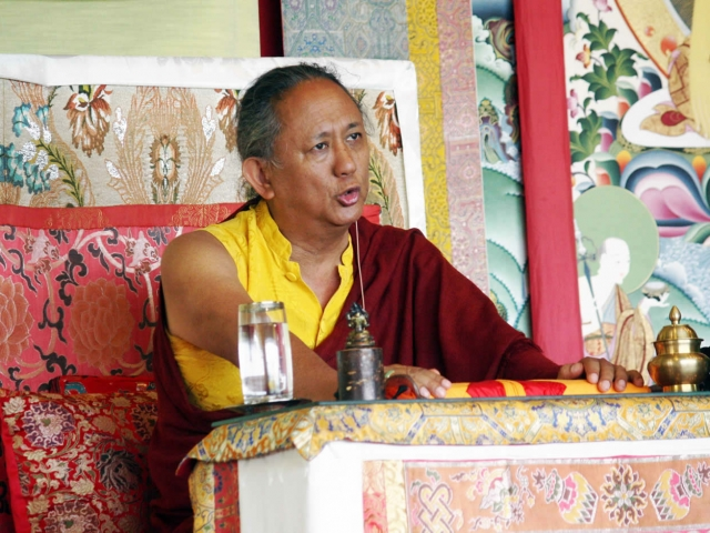 His Eminence Dzigar Kongtrul Rinpoche teaching on the Uttaratantra-Shastra during the Mindrol Lekshey, July 2016.