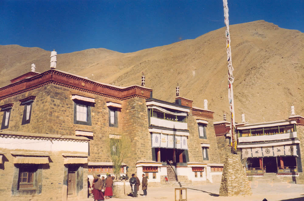 Inspiration for the stone siding of Mindrol Gatsal is Mindrolling Monastery in Tibet.