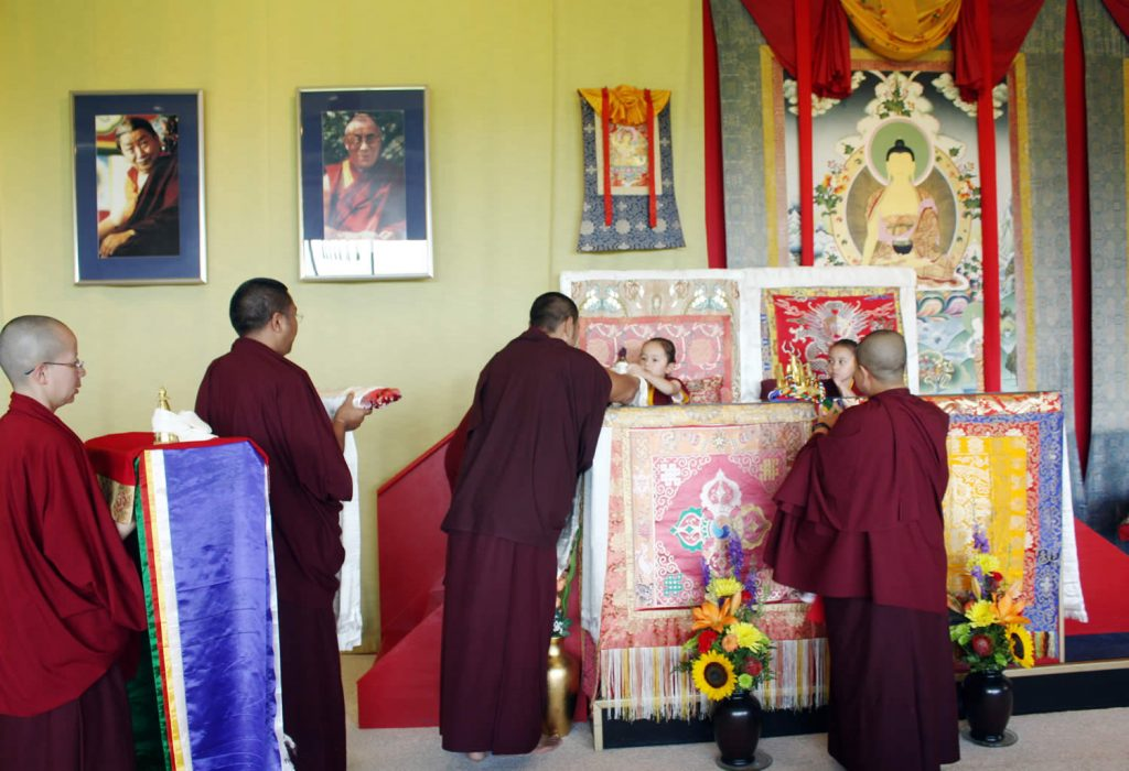 Making the Body, Speech and Mind Offering to Dungse Rinpoche