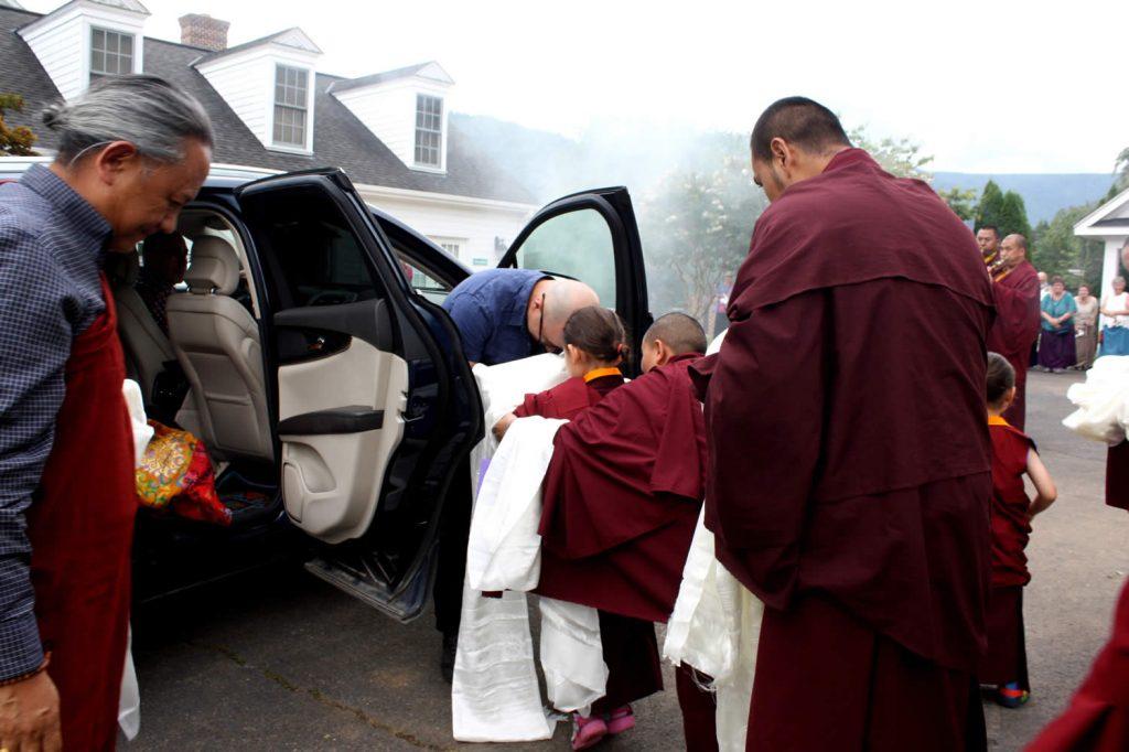 Minling Jetsün Rinpoche greets Jampal Rinpoche