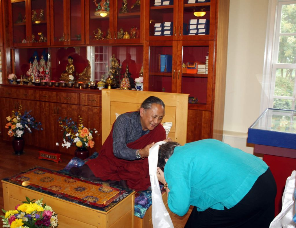 H.E. Dzigar Kongtrul Rinpoche is welcomed by Lopön Jann Jackson