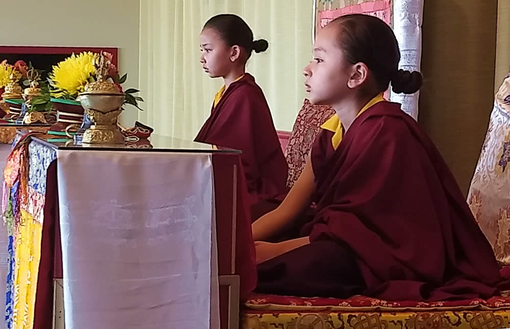 Minling Dungse Rinpoche and Minling Jetsun Rinpoche during prayers