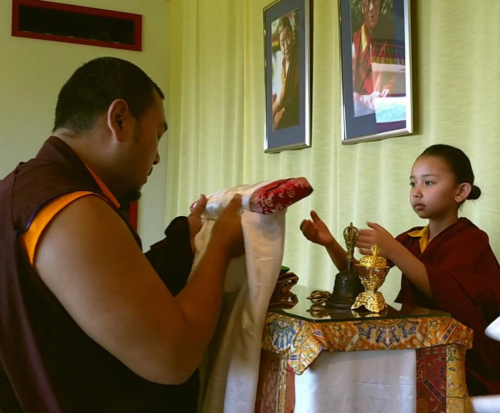 Minling Jetsün Rinpoche during the mandala offering