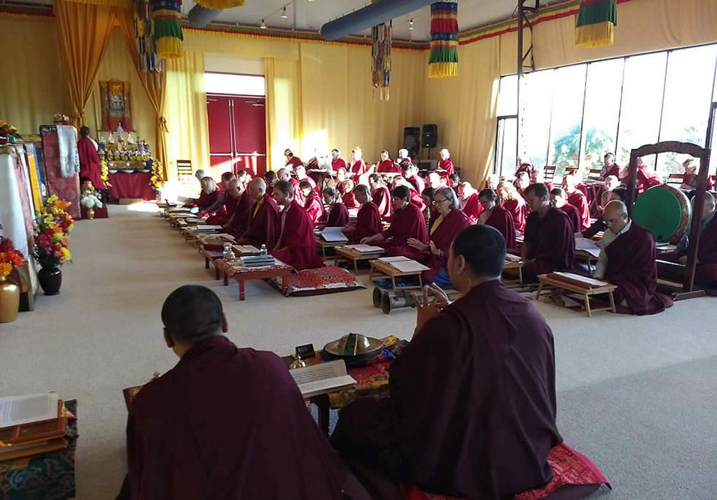 Mindrolling monks lead students in practice
